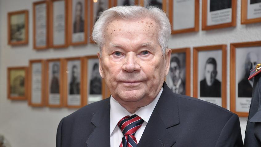 Школы по всей России проведут уроки в честь 100-летия Михаила Калашникова