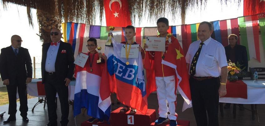 Школьник из Ижевска стал абсолютным чемпионом мира по шашкам