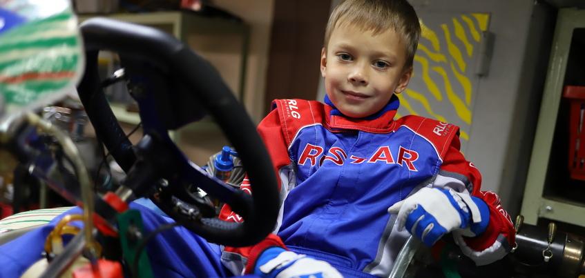 «Мамы чемпионов»: как дошкольник Глеб Галин побеждает на гонках в Ижевске и Удмуртии