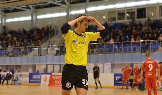 Мини-футбольный клуб из Удмуртии проиграл в гостях лидеру сезона