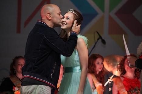 Самая «Рыжая красавица» Ижевска получила корону и сертификат на 30 тысяч рублей