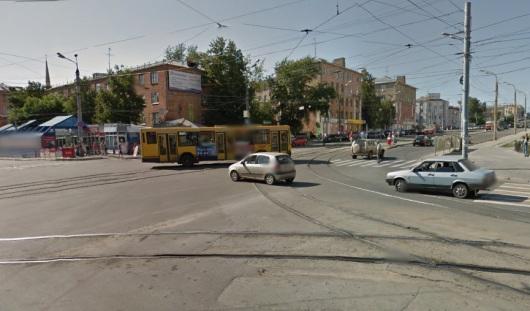 В Ижевске светофор на перекрестке улиц Ленина и Карла Маркса работает в режиме желтого мигания