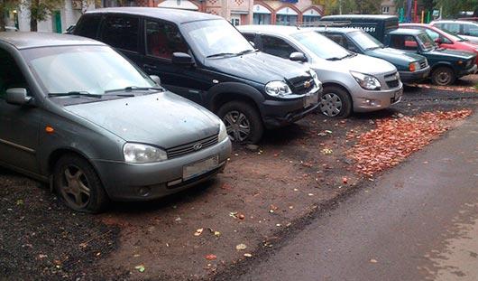В Ижевске на улице 9 Января порезали колеса у 26 машин