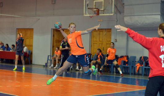 Гандболистки из Ижевска взяли первые очки в сезоне