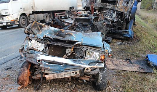 На трассе Ижевск - Алнаши в покореженном авто заживо сгорел водитель