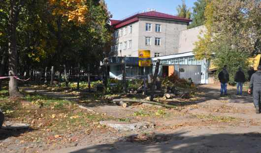 С бульвара Гоголя в Ижевске вывозят строительную технику