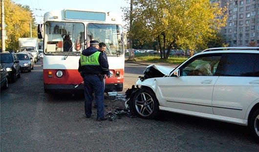 Ижевчанин, который 25 сентября на своем «Мерседесе» въехал в троллейбус, был пьян