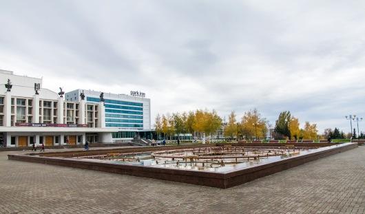 В Ижевске на Центральной площади делают брусчатку после укладки водопровода