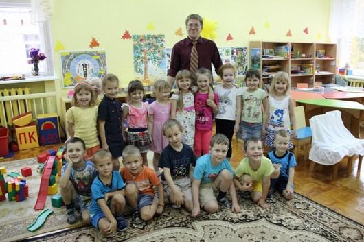 «Усатый нянь» по-ижевски: в детском саду № 18 работает воспитатель-мужчина