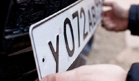 Инспекторам ГИБДД запретили снимать номера с автомобилей