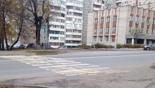 В Ижевске пешеходный переход упирается в проезд