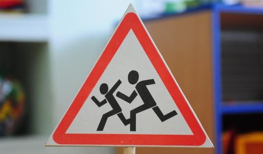 Около Ижевского торгово-экономического колледжа установят знак «Осторожно, дети»