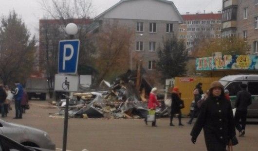 В Ижевске на остановке «Трамвайное кольцо» снесли ларек