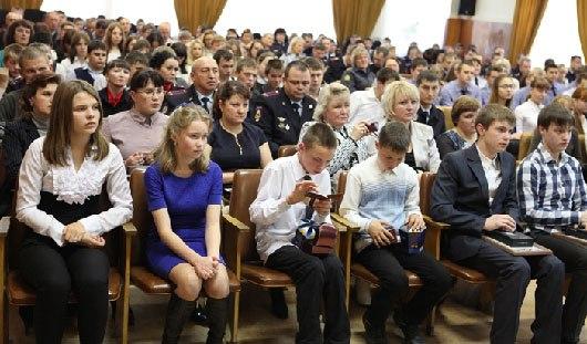 Подростков из Удмуртии наградили за помощь в задержании преступника