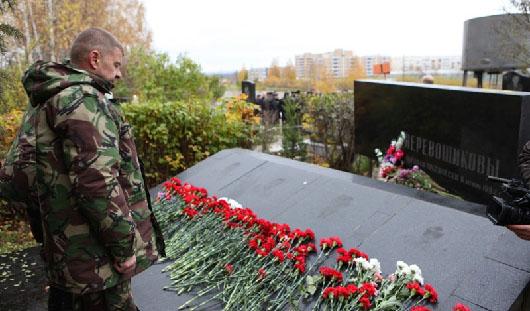 В Ижевске полицейские почтили память убитого полковника Перевощикова и его семьи