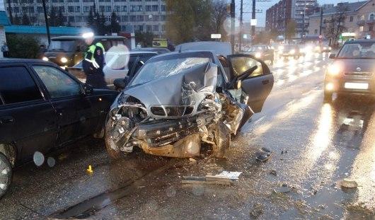 В Ижевске лишенный прав водитель погиб, врезавшись в столб