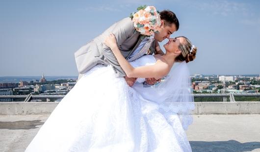 Ижевские молодожены: За один день успела расстаться с молодым человеком и влюбиться в другого