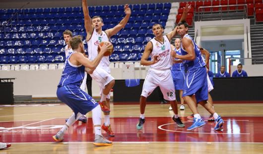 Ижевские баскетболисты победили в матче Суперлиги