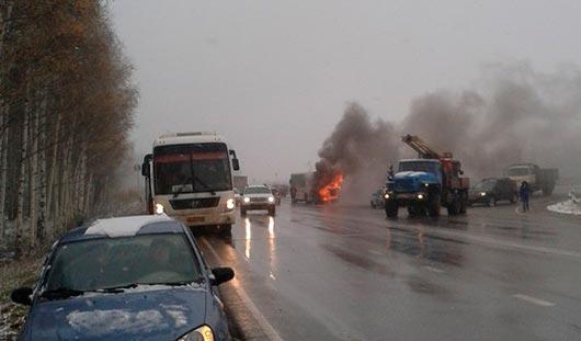 Под Ижевском загорелся автобус