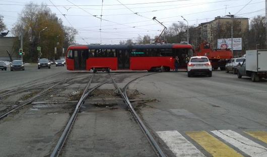 В Ижевске на перекрестке улиц Кирова и Карла Маркса с рельсов сошел трамвай