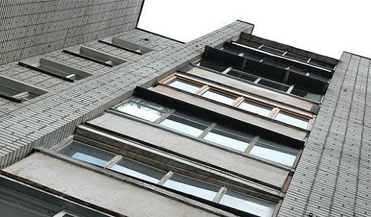 В Ижевске с 6-го этажа выбросился молодой человек
