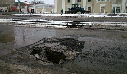 В центре Ижевска провалился асфальт