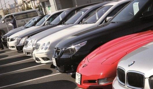 Госкомпаниям в России запретят закупать импортные автомобили и технику