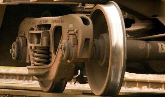В Удмуртии мужчину задело проходящим поездом