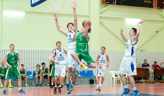 Баскетболисты из Ижевска одержали вторую победу в Суперлиге