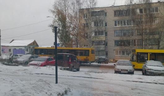 В Ижевске «пятнадцатая» протаранила автобус и скрылась с места происшествия