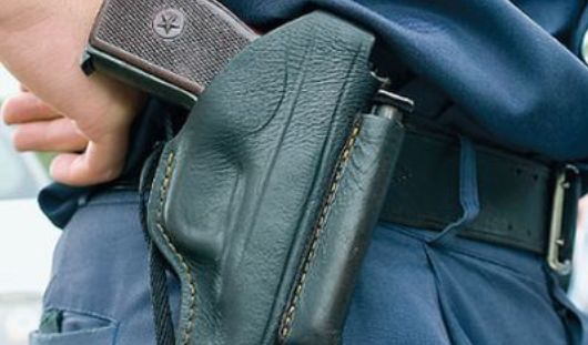 В Ижевске при задержании преступника полицейский применил травматическое оружие