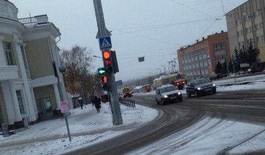 В Ижевске на перекрестке улиц Ленина и Карла Маркса включили светофор