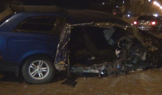 Пьяный водитель в Ижевске врезался в столб, от удара его пассажирка вылетела из автомобиля
