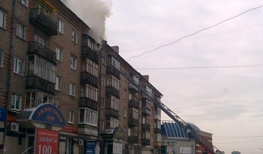 В центре Ижевска на улице Красноармейской горит квартира