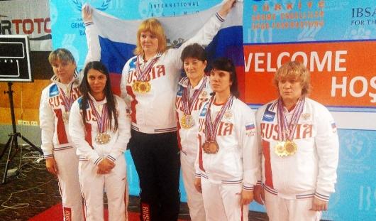 Параспортсменка из Удмуртии завоевала 3 золота и одно серебро на соревнованиях по пауэрлифтингу