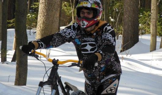 Ижевчане не боятся холодов и не бросают велосипеды даже в снежное ненастье