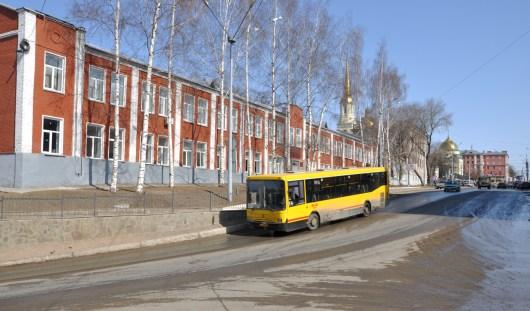 В Ижевске с 5 ноября запретят движение пешеходов и грузового транспорта по мосту на Дерябина
