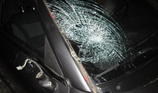 В Удмуртии автомобиль сбил пешехода, идущего навстречу транспорту