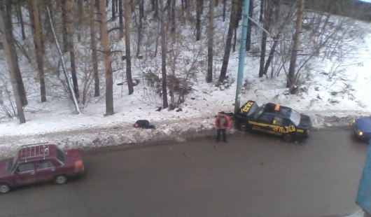 В Ижевске водитель такси въехал в столб