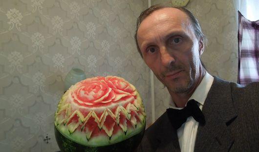 Необычное хобби: ижевчанин вырезает фигуры из овощей и фруктов