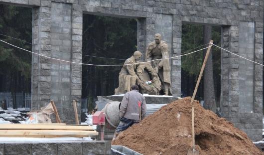 В Ижевске отреставрировали памятник на аллее у Северного кладбища