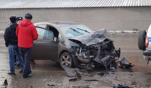 В Ижевске на перекрестке улиц Чугуевского и Удмуртской столкнулись два авто