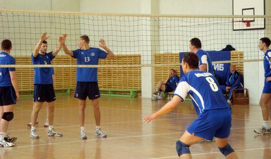 Волейболисты Ижевска в домашнем туре одержали две победы