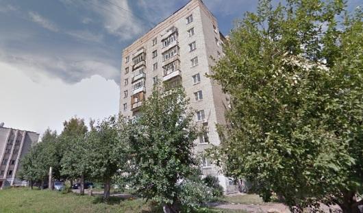 Когда коммунальщики закопают яму около дома № 38 по улице Дзержинского в Ижевске?