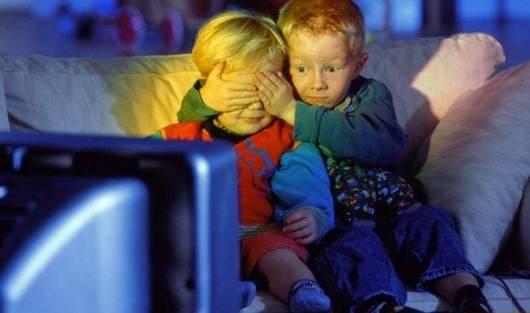В России могут запретить рекламу фастфуда во время детских телепередач