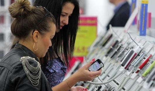 Производители мобильных гаджетов решили не повышать цены на товары в России