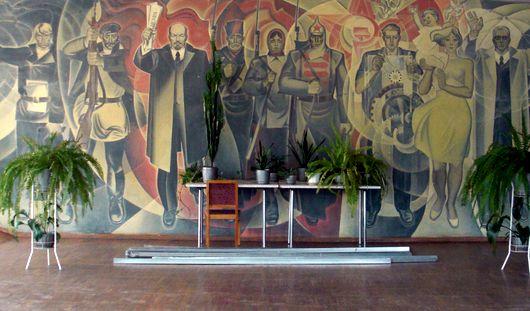 Прогулки по Ижевску: «вечно живой» Ленин и витраж, реагирующий на музыку