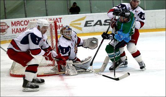 Ижевские хоккеисты продолжают лидировать в ВХЛ после поражения в Нефтекамске