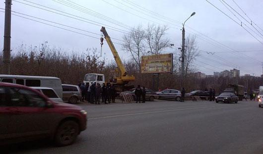 В Ижевске на улице Максима Горького снесли рекламный щит
