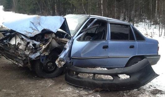 В Удмуртии столкнулись «Нексия» и два грузовых автомобиля